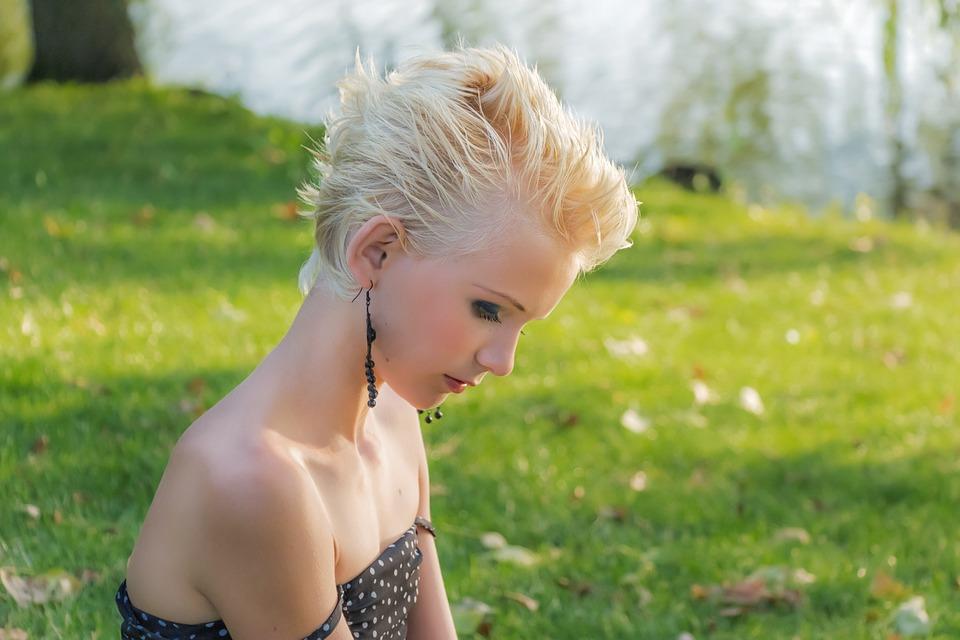 Quelle coiffure adopter pour un look moderne