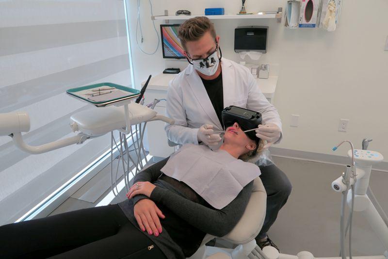 Dentiste: la réalité virtuelle pour détendre les patients