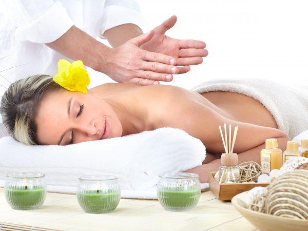 Massage relaxant pour prendre soin de soi après l'accouchement
