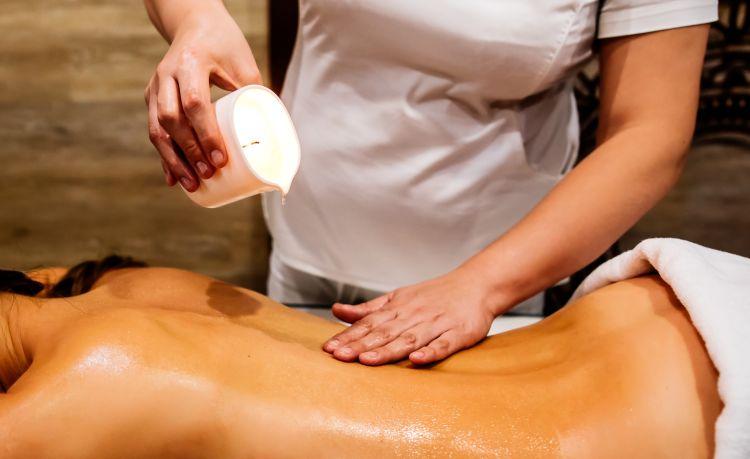 Bougie de massage pour un massage sensuel et romantique