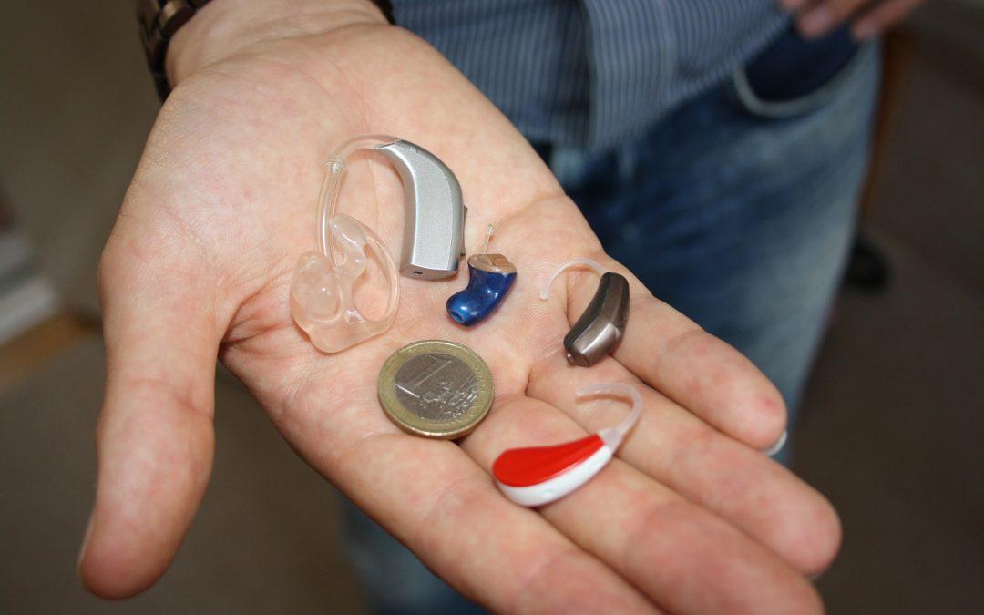 Santé et confort des seniors : les appareils auditifs