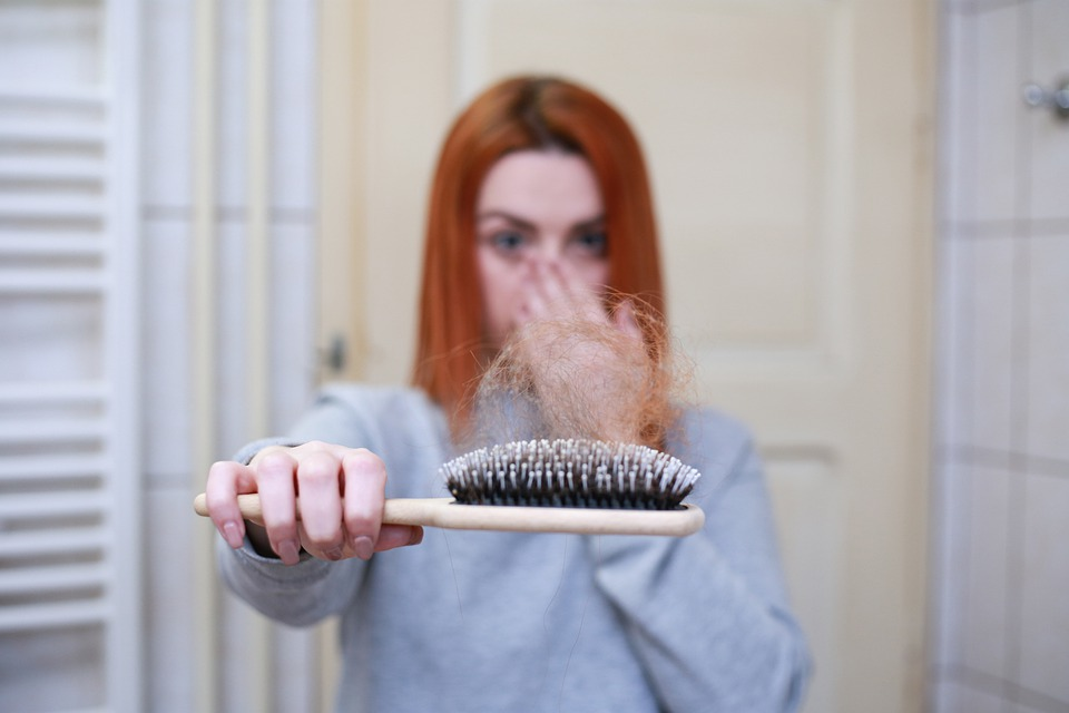 Perte de cheveux : comment y remédier ?