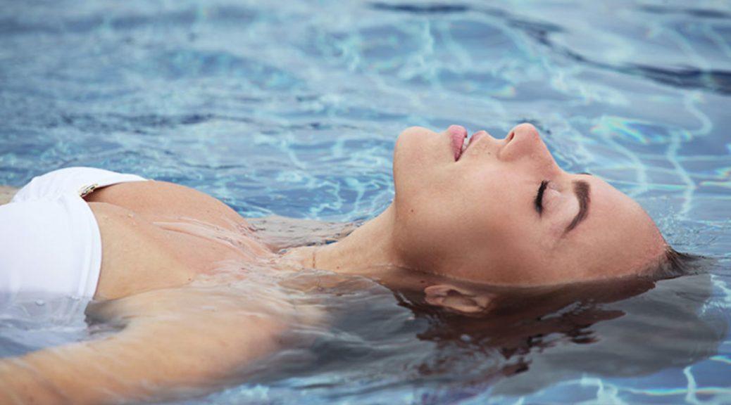 Massage watsu allie les bienfaits de l'eau et du shiatsu